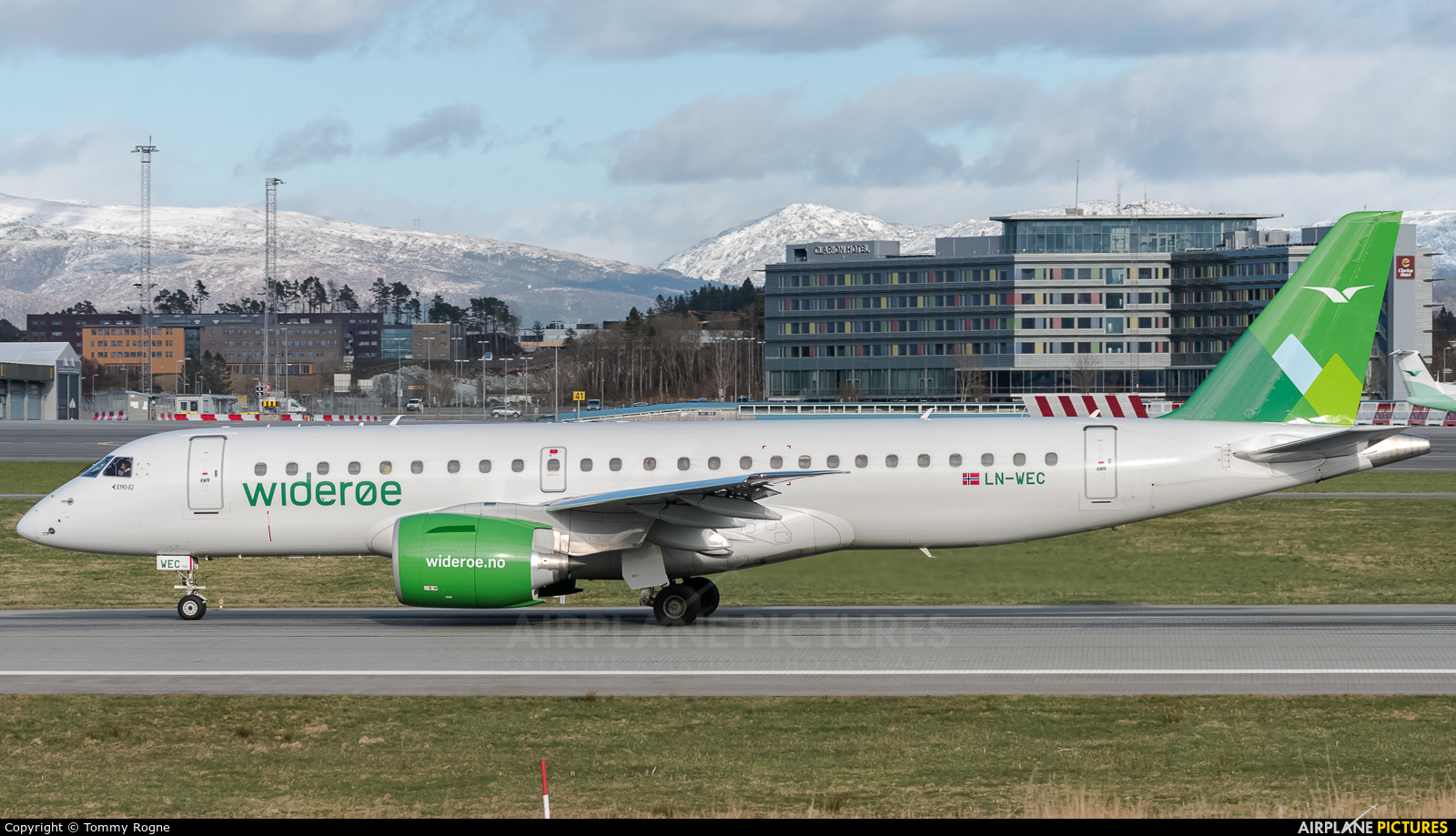 Widerøe LN-WEC aircraft at Bergen - Flesland