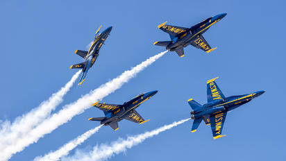 163464 - USA - Navy : Blue Angels McDonnell Douglas F/A-18D Hornet