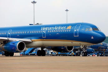 VN-A354 - Vietnam Airlines Airbus A321