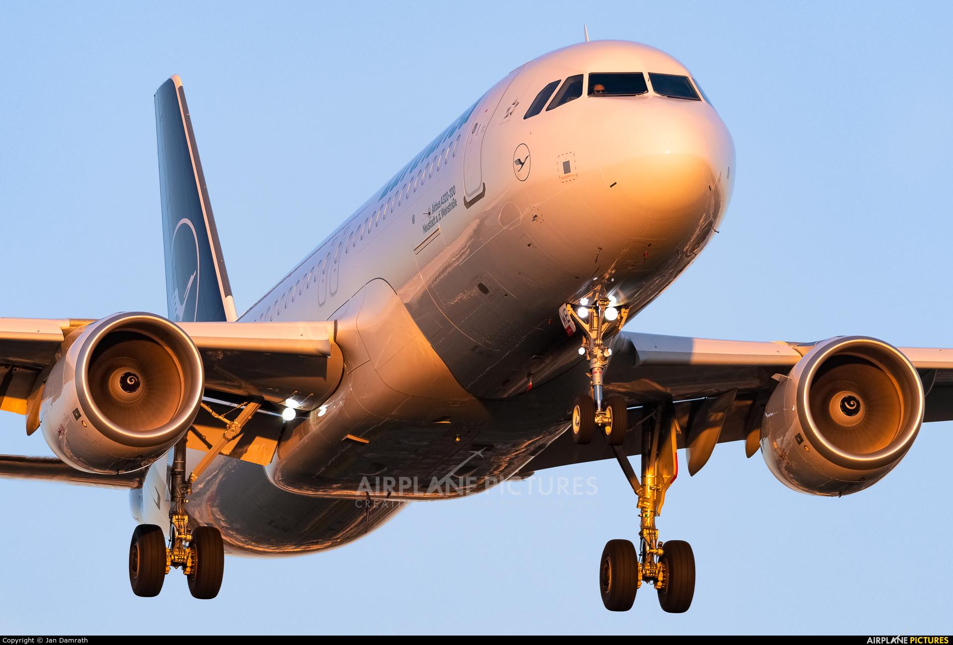 Lufthansa D-AIWE aircraft at Frankfurt