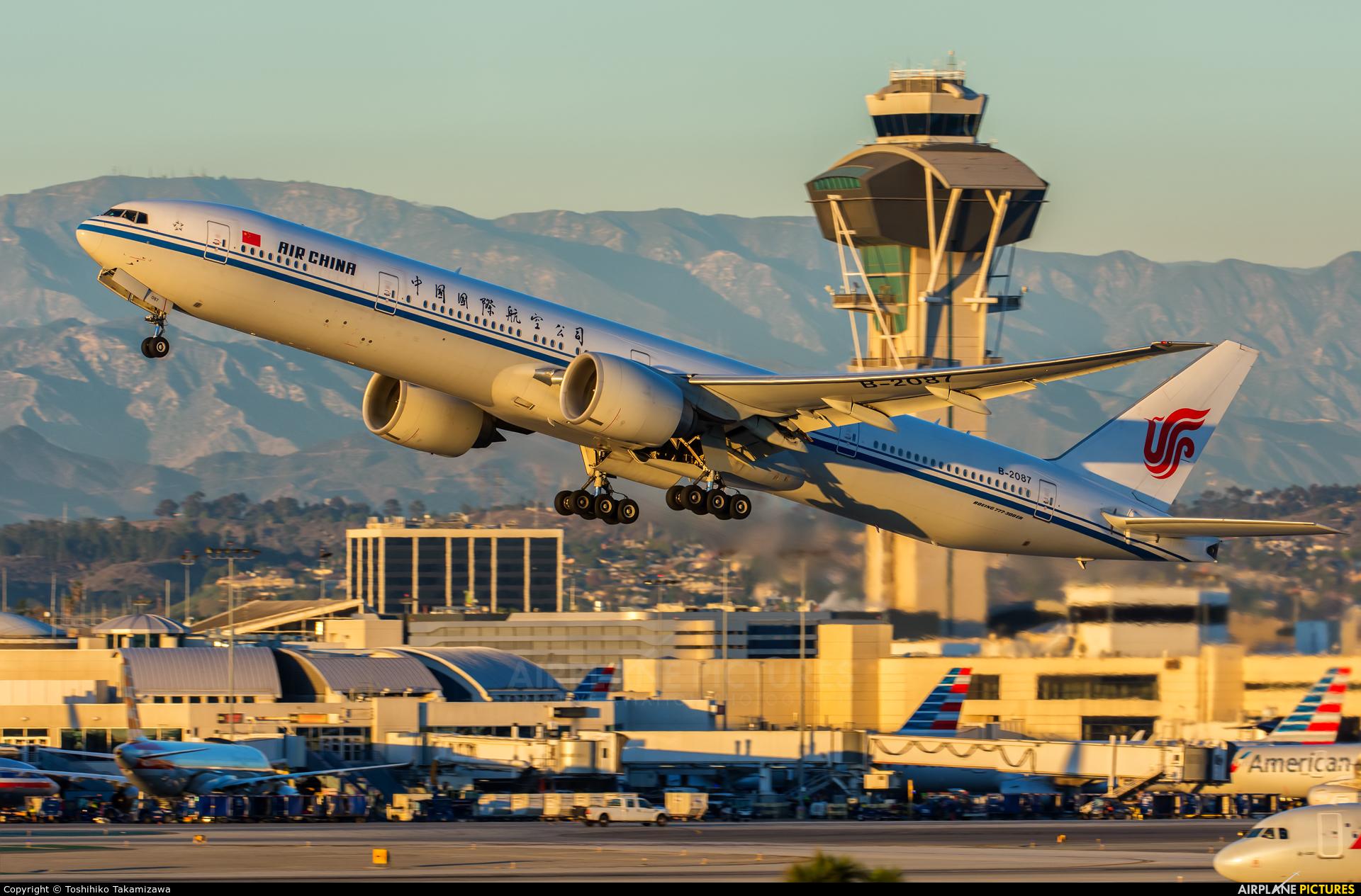 Air China B-2087 aircraft at Los Angeles Intl