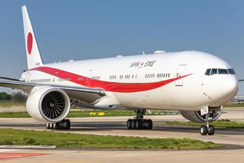 80-1112 - Japan - Air Self Defence Force Boeing 777-300ER