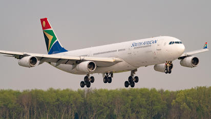 ZS-SXG - South African Airways Airbus A340-300
