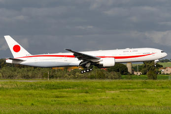80-1112 - Japan - Air Self Defence Force Boeing 777-300ER