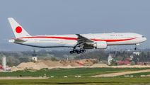 JASDF Boeing 777 visited Vienna title=