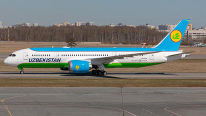 UK78704 - Uzbekistan Airways Boeing 787-8 Dreamliner