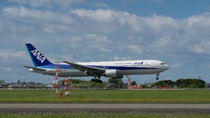 JA605A - JAL - Japan Airlines Boeing 767-300ER