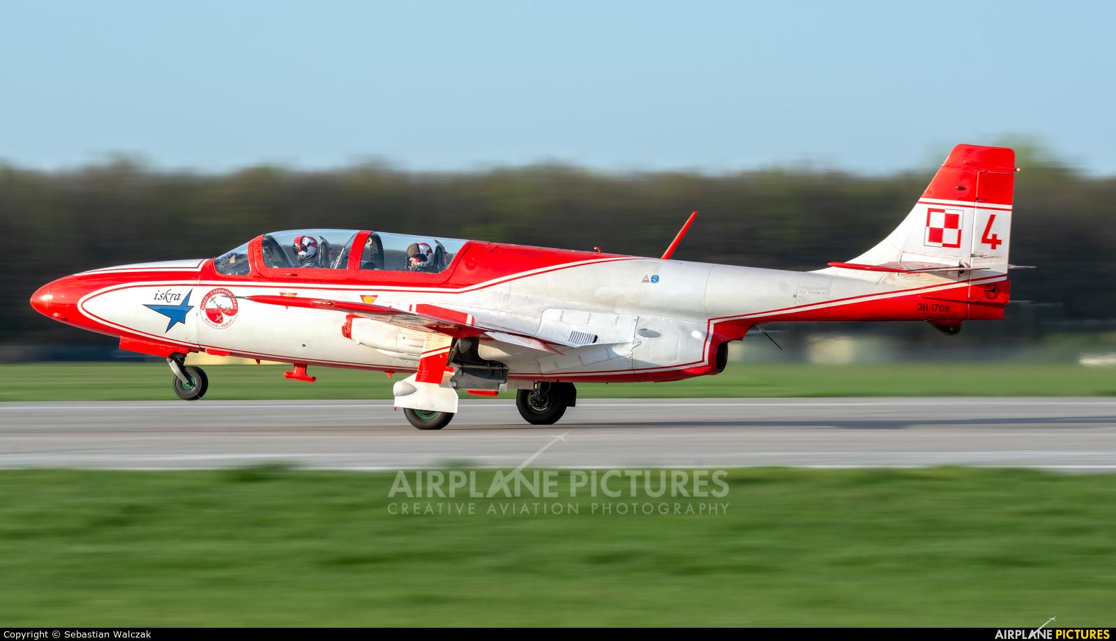 Poland - Air Force: White & Red Iskras 3H 1708 aircraft at Dęblin