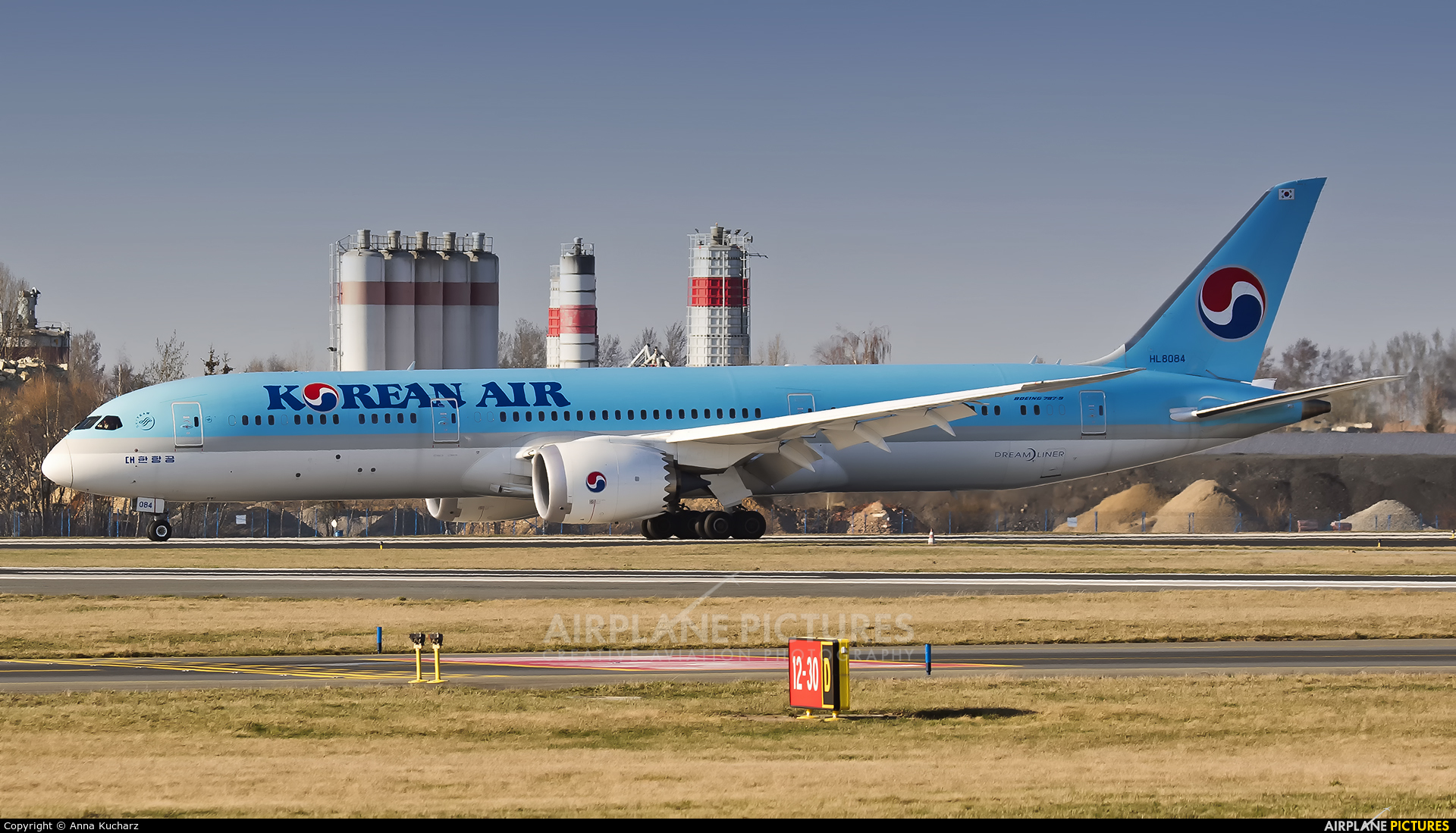 Korean Air HL8084 aircraft at Prague - Václav Havel