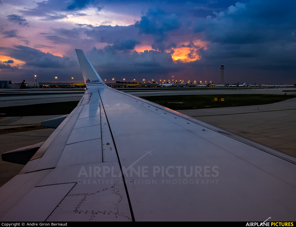 American Airlines N964AN aircraft at Miami Intl