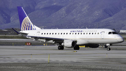 N131SY - United Express Embraer ERJ-175 (170-200)