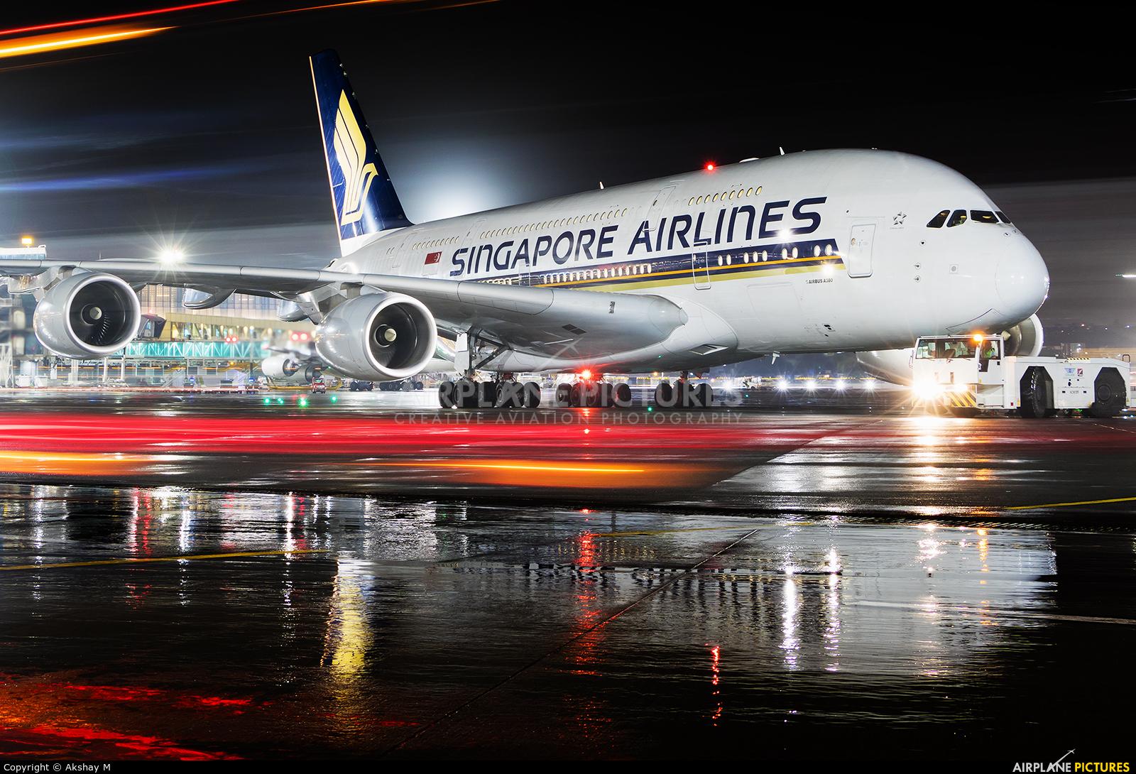 Singapore Airlines 9V-SKM aircraft at Mumbai - Chhatrapati Shivaji Intl