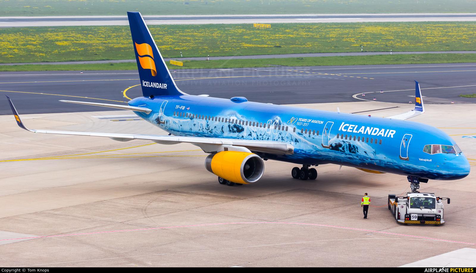 Icelandair TF-FIR aircraft at Düsseldorf