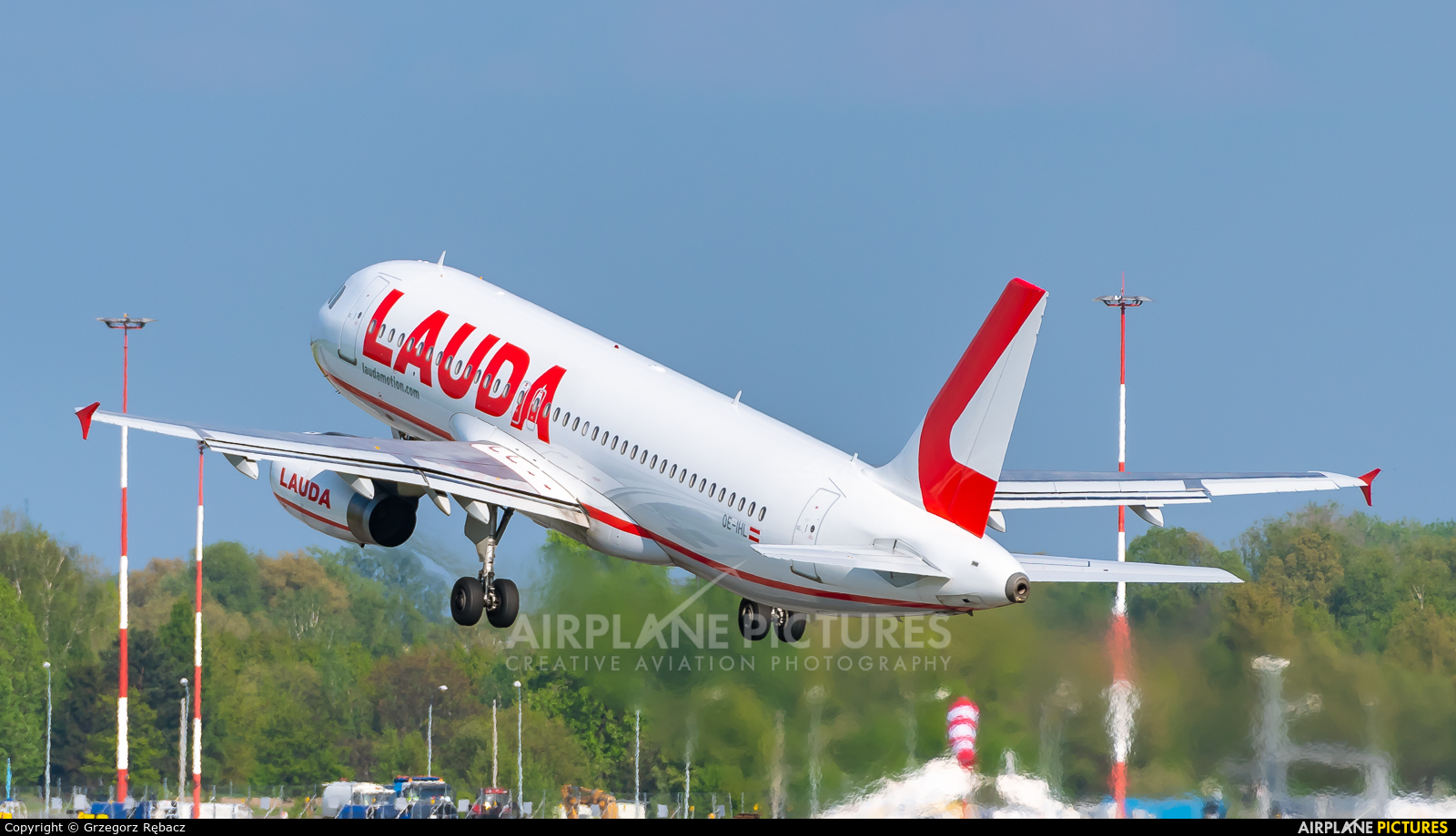 LaudaMotion OE-IHL aircraft at Kraków - John Paul II Intl