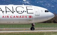 Air Canada C-GHLM image