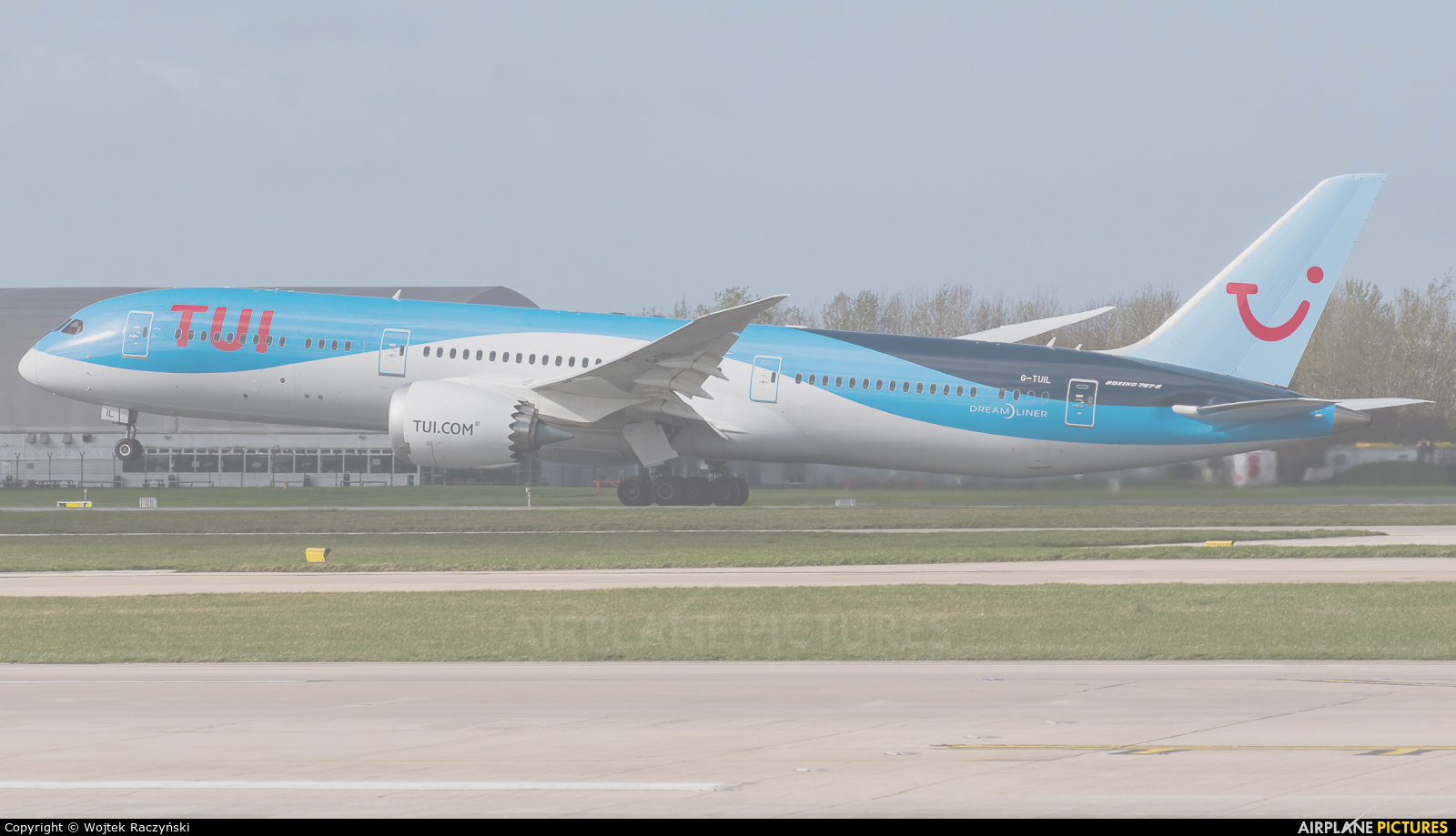 TUI Airways G-TUIL aircraft at Warsaw - Frederic Chopin
