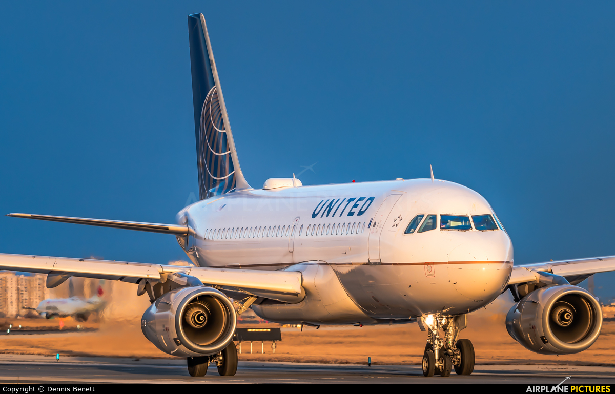 United Airlines N806UA aircraft at Toronto - Pearson Intl, ON