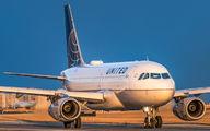 United Airlines N806UA image