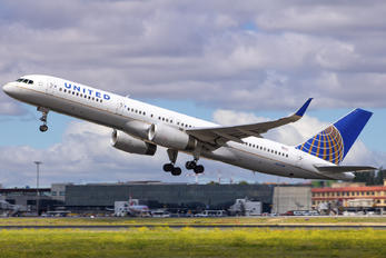 N17139 - United Airlines Boeing 757-200