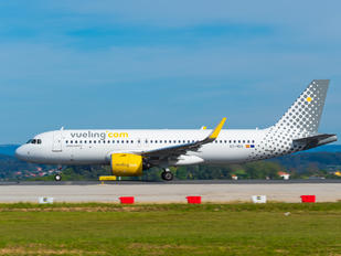 EC-NCG - Vueling Airlines Airbus A320 NEO