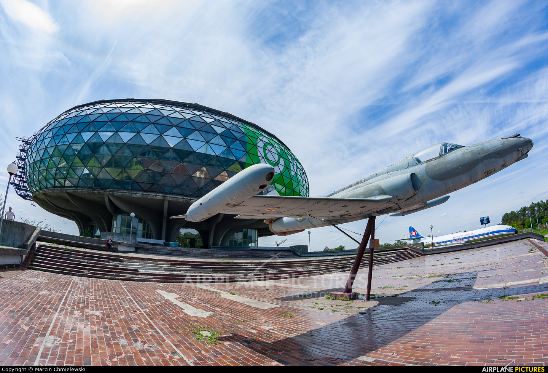 - Airport Overview - aircraft at Belgrade - Aeronautical Museum Belgrade