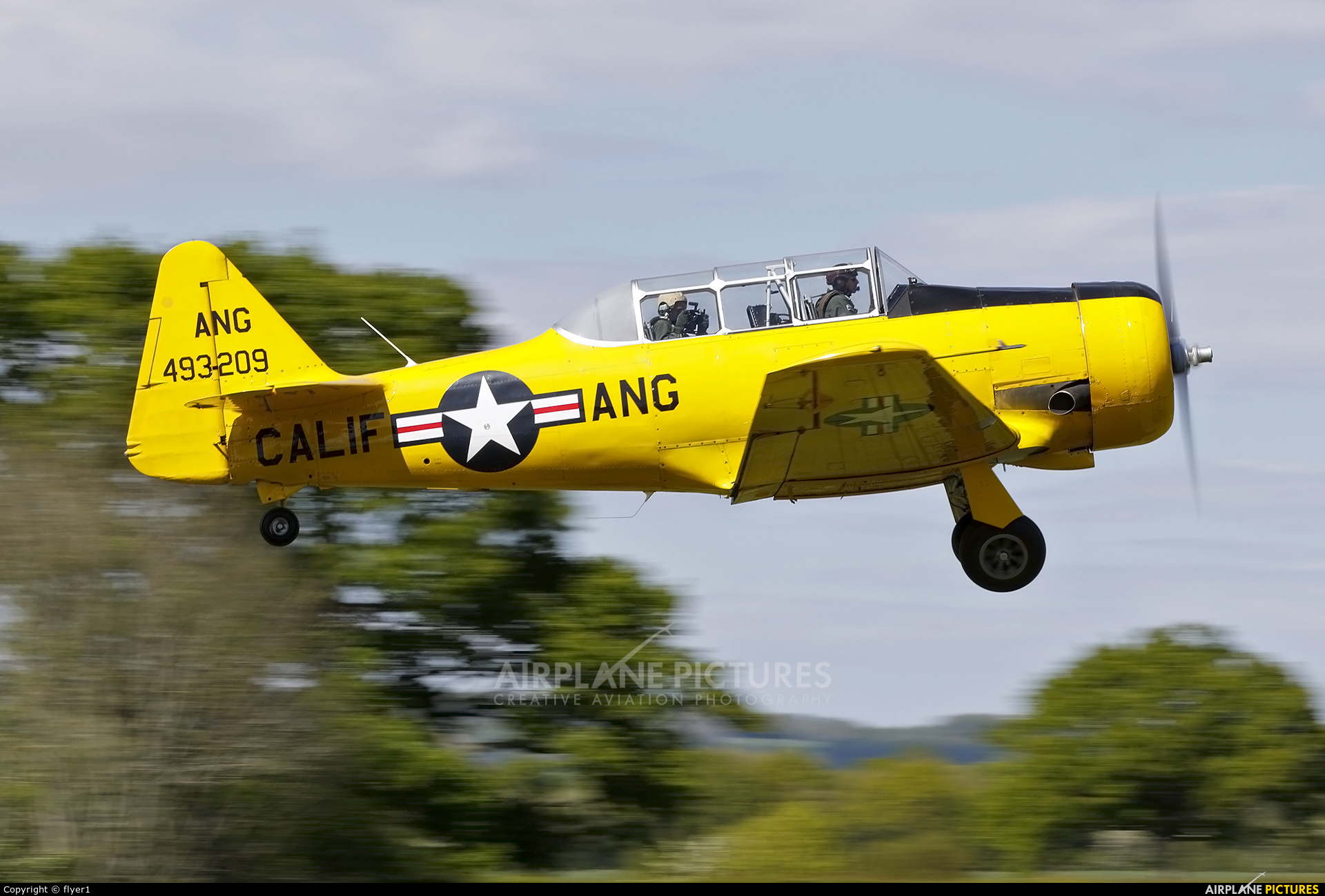 Aero Legends G-DDMV aircraft at Lashenden / Headcorn