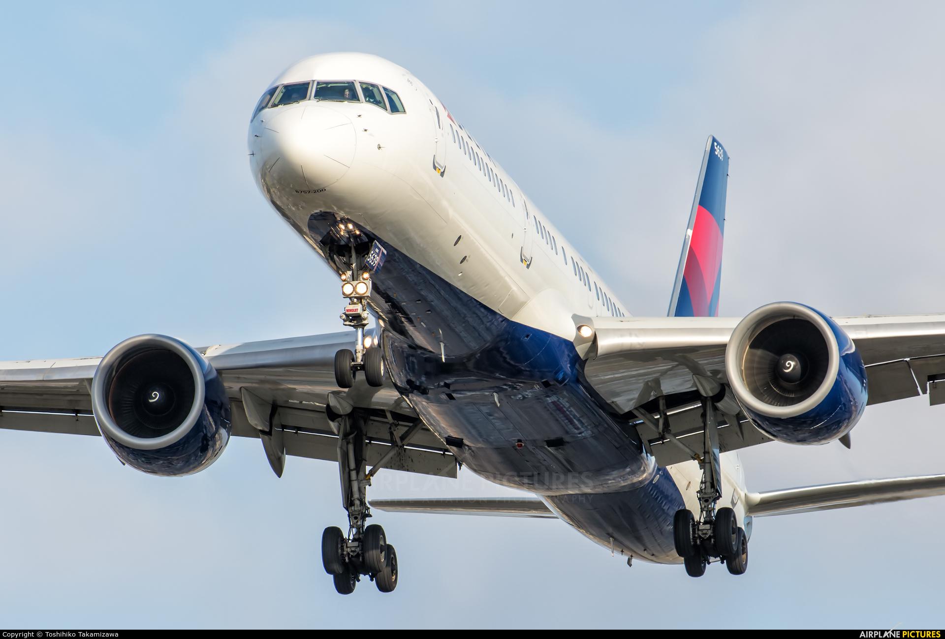 Delta Air Lines N539US aircraft at Los Angeles Intl