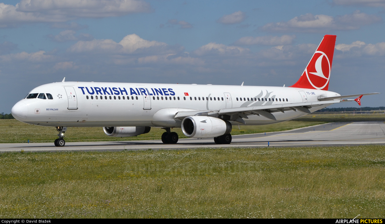 Turkish Airlines TC-JRE aircraft at Prague - Václav Havel