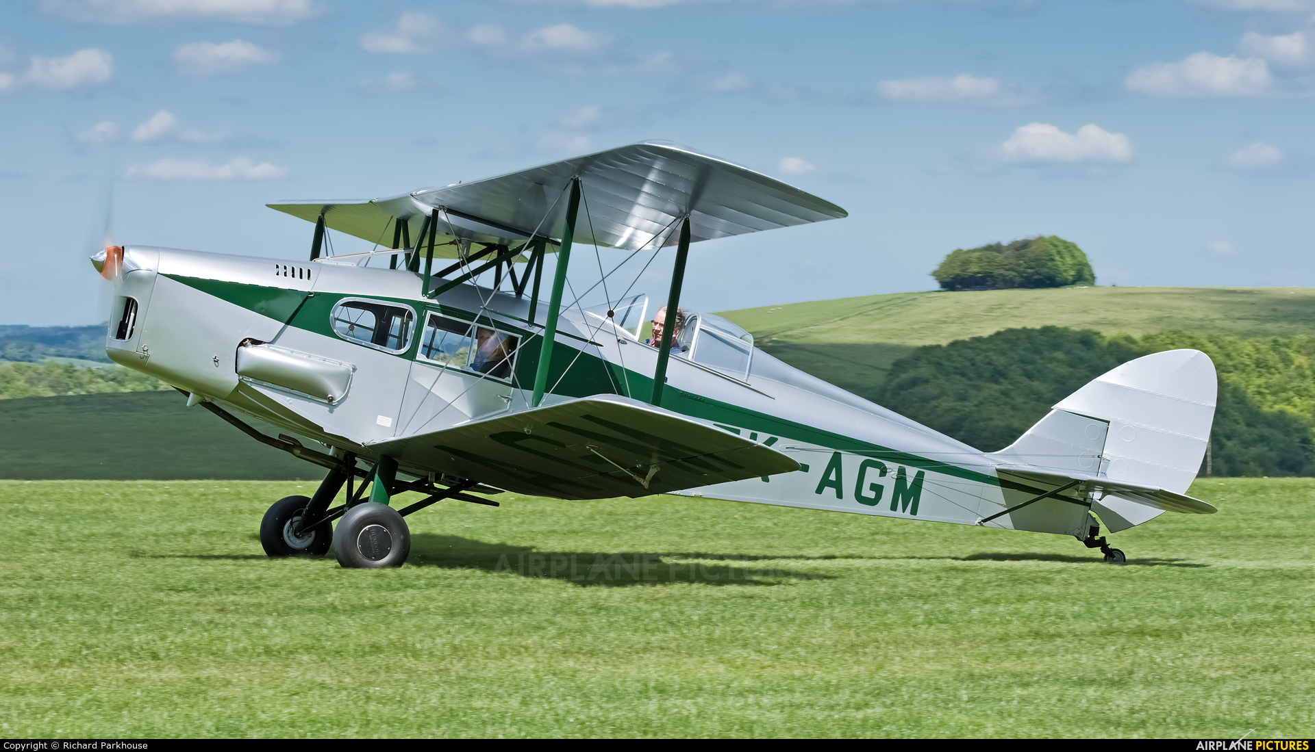 Private ZK-AGM aircraft at Compton Abbas