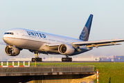 N204UA - United Airlines Boeing 777-200 aircraft