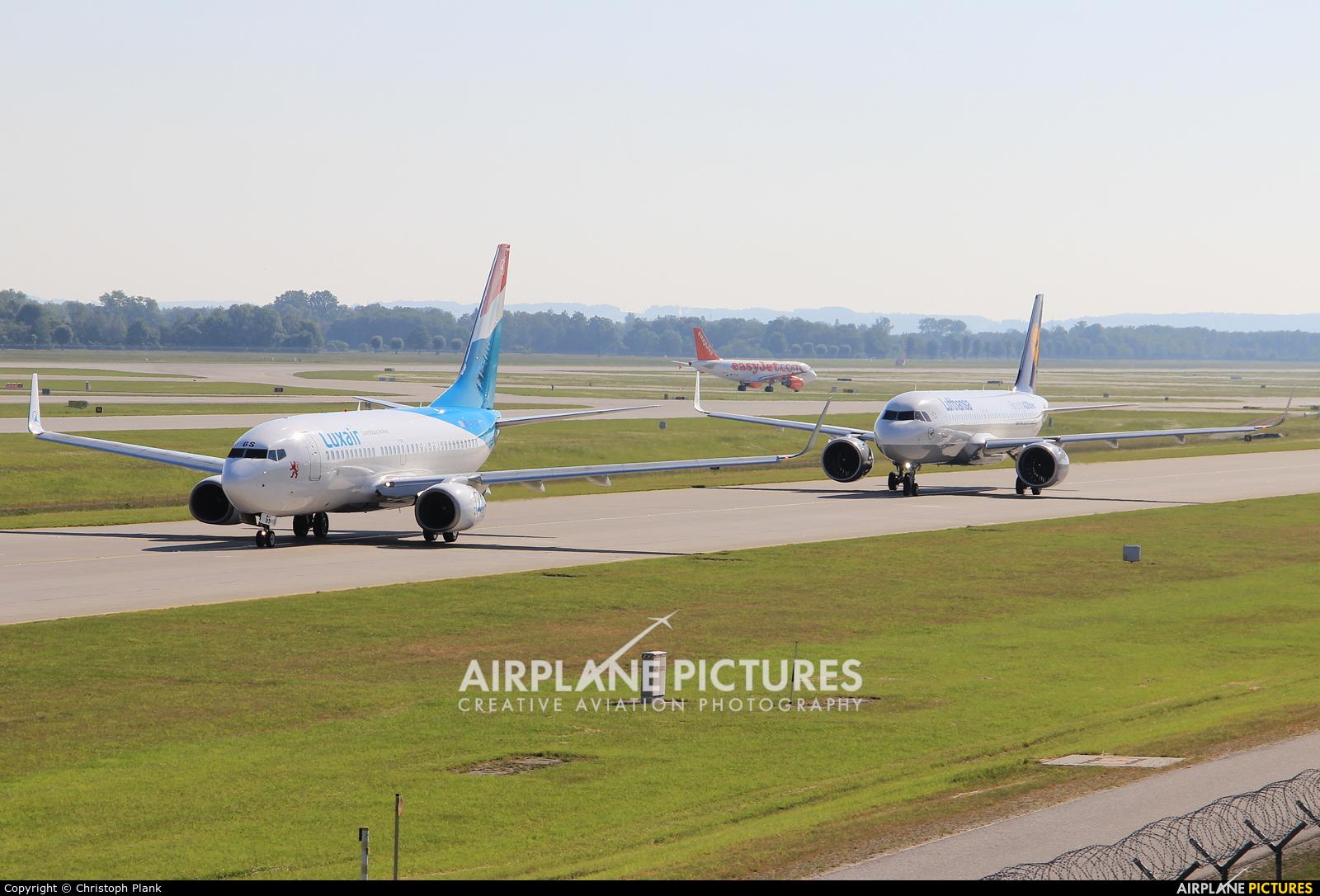 - Airport Overview EDDM aircraft at Munich