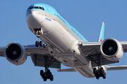 HL7782 - Korean Air Boeing 777-300ER aircraft