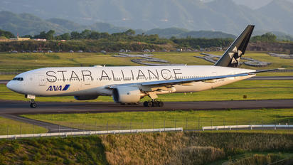 JA712A - ANA - All Nippon Airways Boeing 777-200