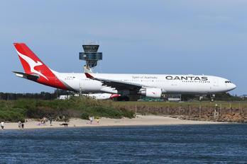 VH-QPH - QANTAS Airbus A330-300