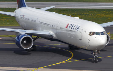 N827MH - Delta Air Lines Boeing 767-400ER