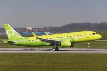 D-AXAM - S7 Airlines Airbus A320 NEO