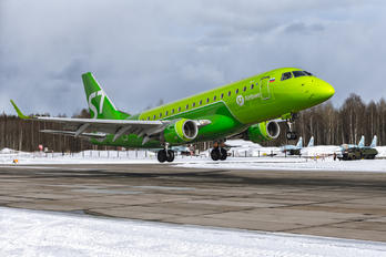 - - S7 Airlines Embraer ERJ-170 (170-100)