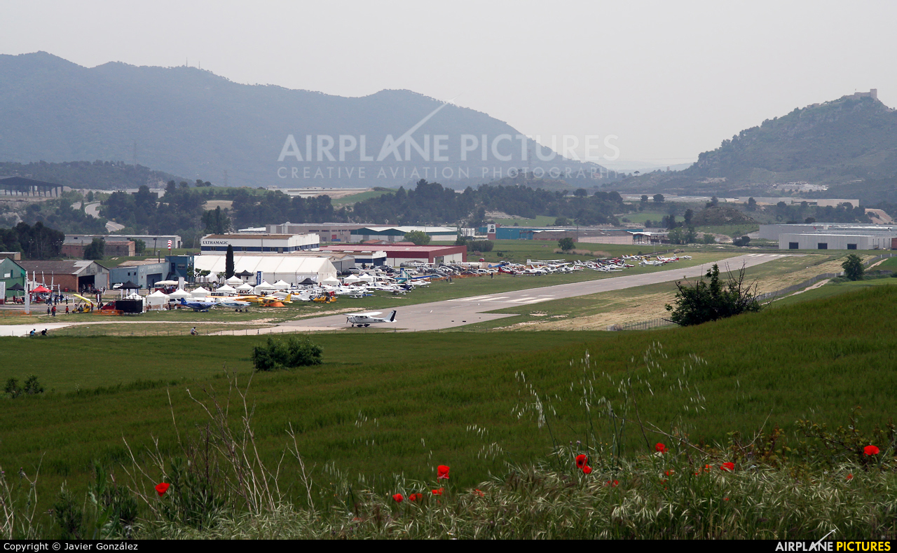 - Airport Overview LEIG aircraft at Igualada - Odena