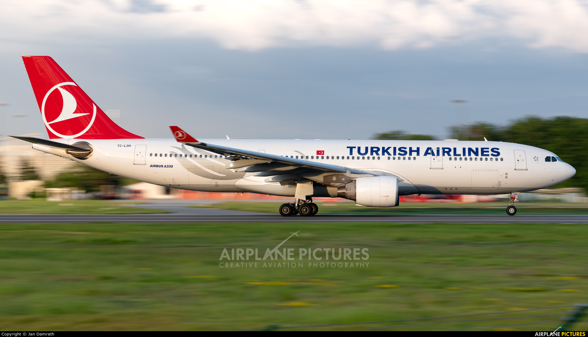 Turkish Airlines TC-LOH aircraft at Frankfurt