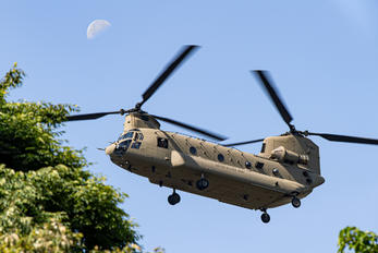 16-08211 - USA - Army Boeing CH-47F Chinook