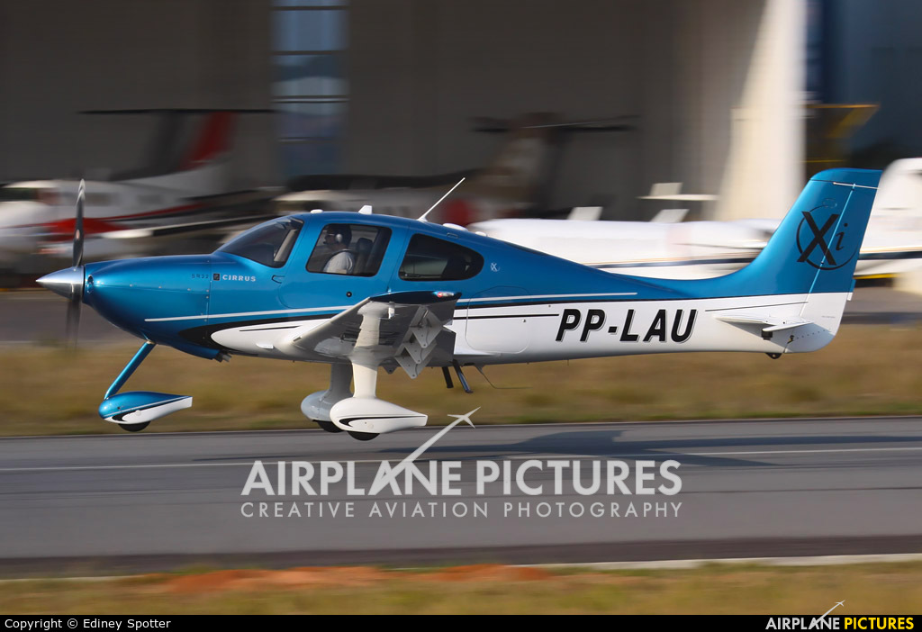 Private PP-LAU aircraft at Jundiaí, SP