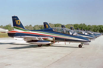 "UNKNOW - Italy - Air Force ""Frecce Tricolori"" Aermacchi MB-339-A/PAN"