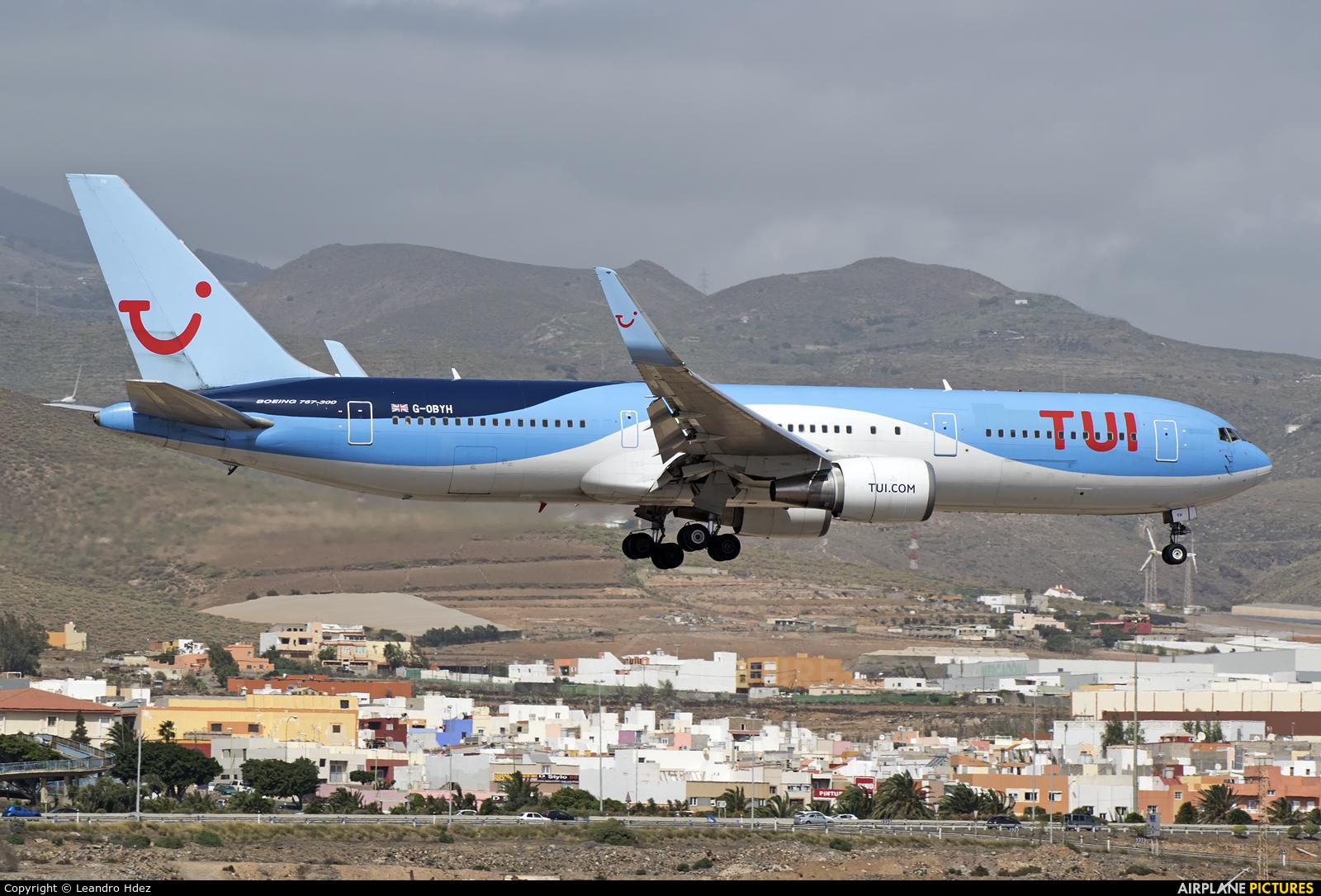 TUI Airways G-OBYH aircraft at Aeropuerto de Gran Canaria
