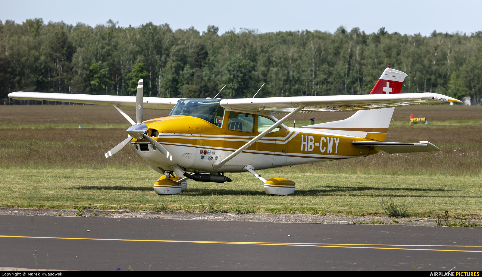 Private HB-CWY aircraft at Warsaw - Babice