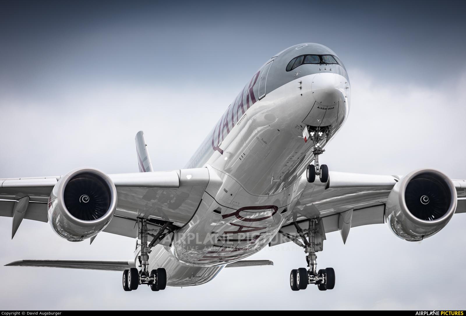 Qatar Airways A7-ALJ aircraft at Geneva Intl