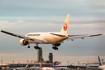 JA706J - JAL - Japan Airlines Boeing 777-200ER