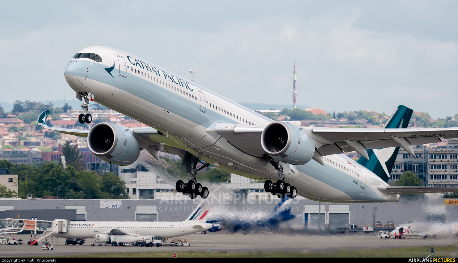 Cathay Pacific B-LXL aircraft at Toulouse - Blagnac
