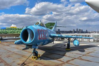 0327 -  Mikoyan-Gurevich MiG-17