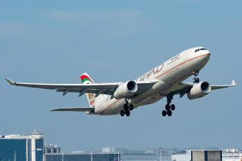 A6-EYQ - Etihad Airways Airbus A330-200