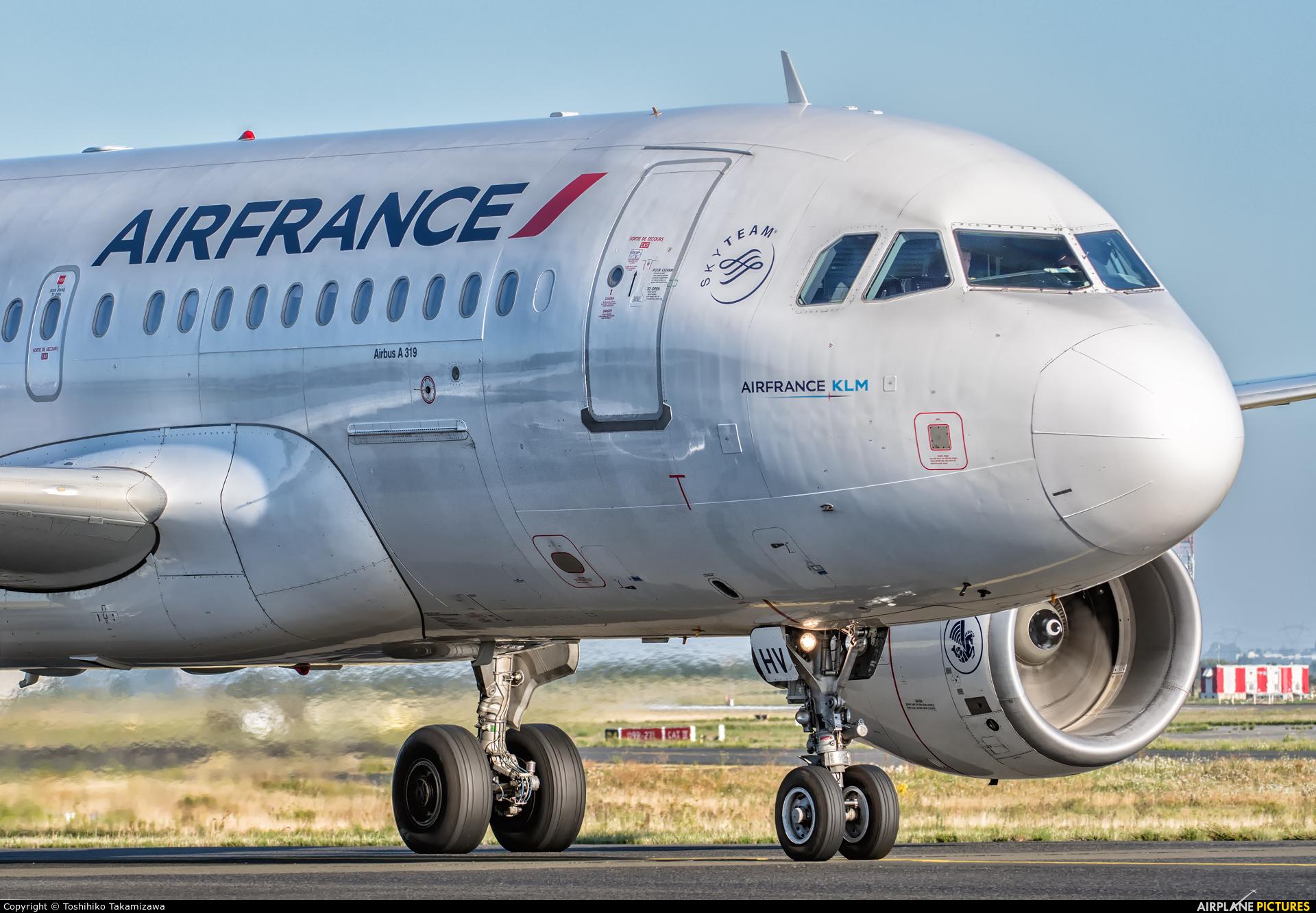 Air France F-GRHV aircraft at Paris - Charles de Gaulle